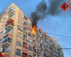 Un incendio en una vivienda de Torrevieja deja un herido por inhalación de humo
