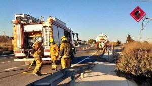 Se incendia la cabina de un vehículo que transportaba mercancías peligrosas en Guardamar