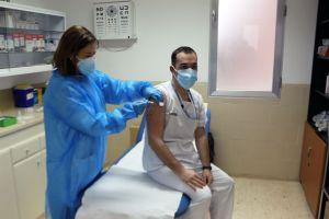 """Barceló: """"La Comunidad Valenciana ha administrado ya 48.583 dosis de la vacuna contra la COVID-19, un 80% de todas las que se han recibido"""""""