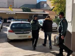 Dos detenidos tras entrar a robar en un piso de Callosa cuyo propietario acababa de fallecer