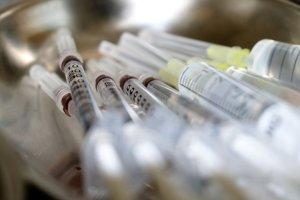 Sanidad distribuye 11.000 dosis para la vacunación de los centros sanitarios privados