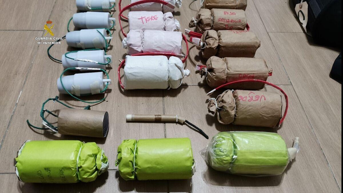 Algunos de los 50 artefactos ya preparados que se encontraron en el inmueble.