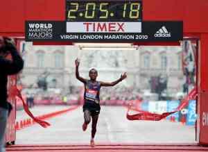tiempos de maratón en la línea de meta