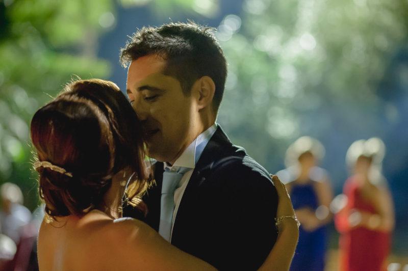 novios bailando boda