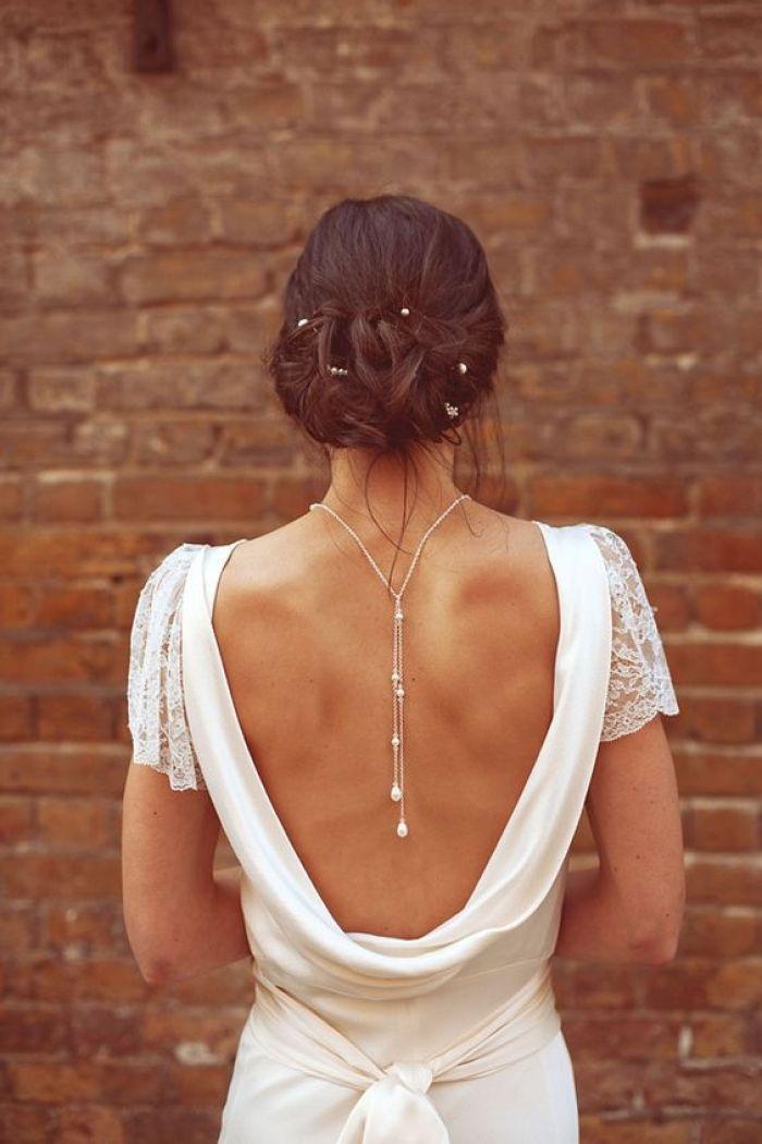 collar espalda con perlas - las supersticiones de una boda