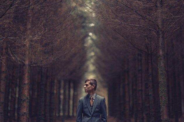 Boda en bosque Bélgica novio