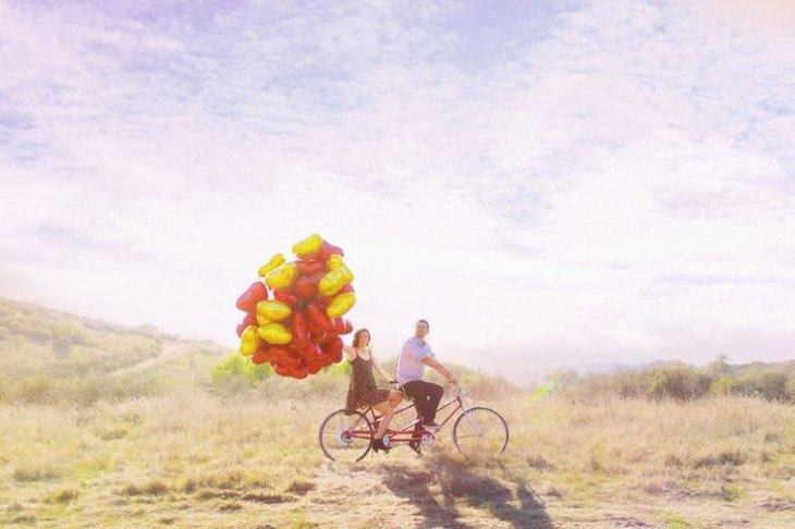 pre boda inspirada en San Valentin paseando en bici