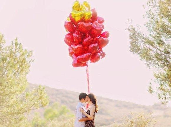 pre boda inspirada en San Valentin paisaje con globos