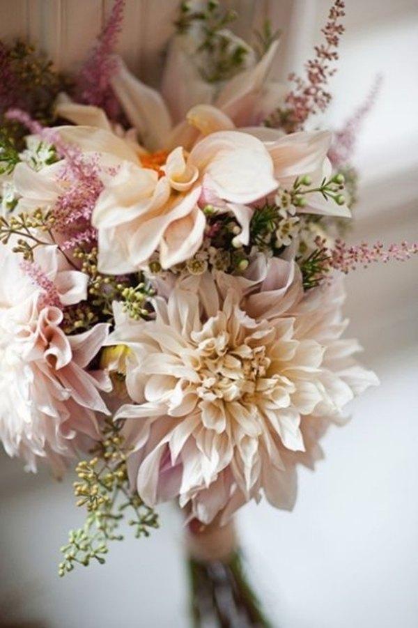 ramo de novia con dalias y astilbe