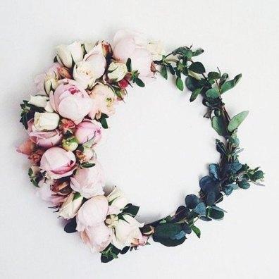 Corona de flores con eucalypto