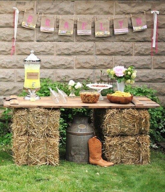 decoración de bodas rusticas rincon con paja - Ideas para la Decoración de Bodas Rústicas