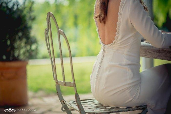 Boda de destino en Toscana espalda novia - Editorial con aires a la toscana