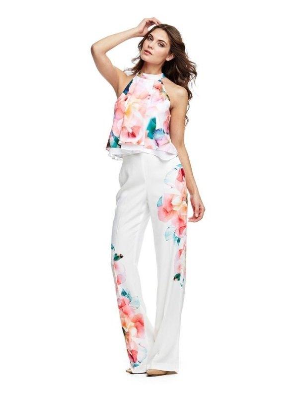 looks de fiesta con pantalones con flores de primavera