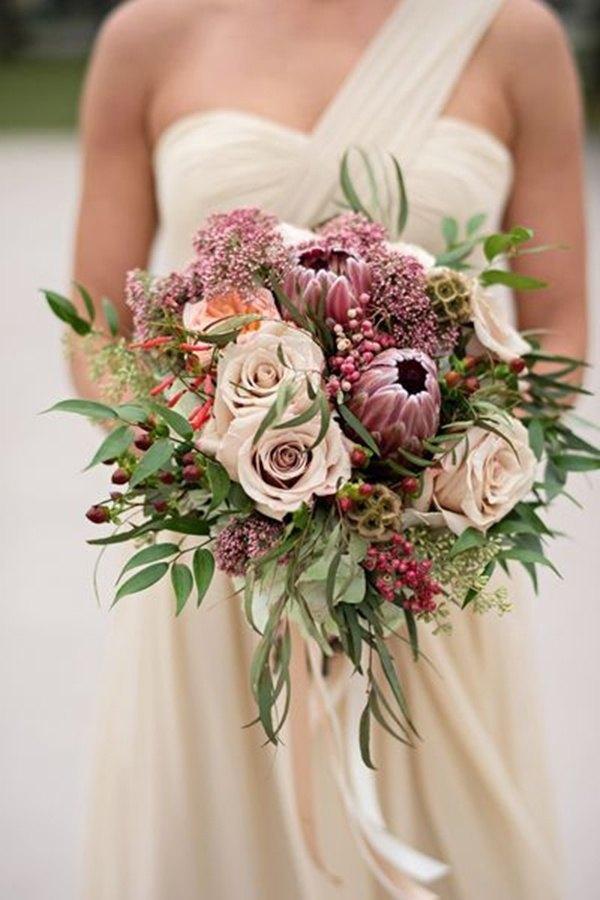 ramo de novia con protea y rosas