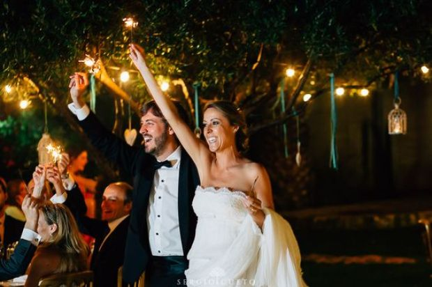 llegada a la recepcion bengalas para bodas