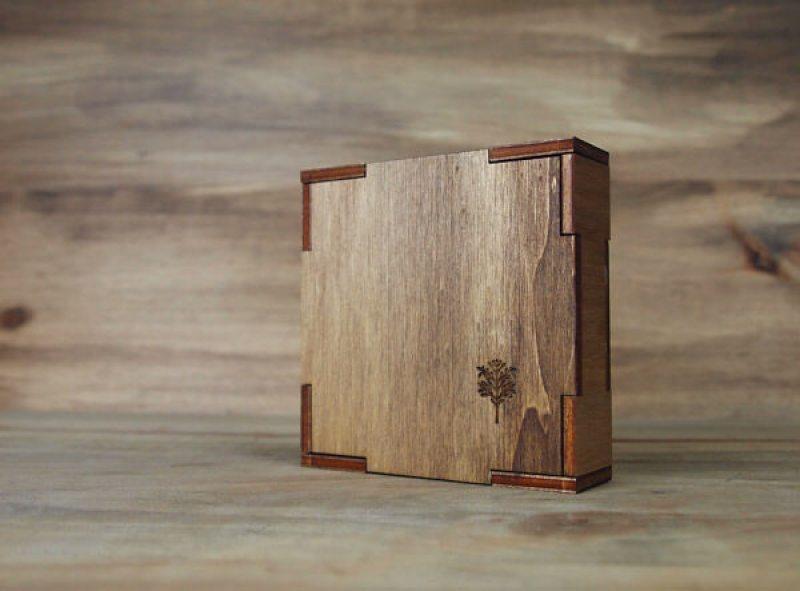 caja de madera para bodas grabada