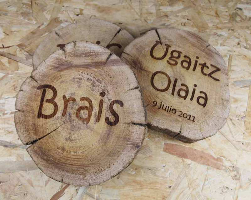 rodajas de madera grabadas