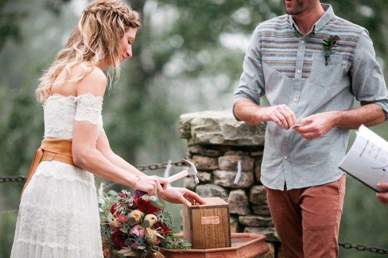 ritual capsula del tiempo con vino para bodas - Rituales Simbólicos para una Boda Civil
