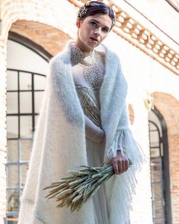 Look de novia de invierno con manton