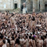 6.000 Colombianos se desnudaron frente al congreso y a la Catedral de Colombia