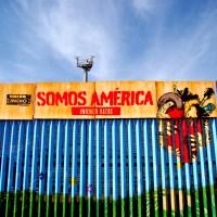 800 artistas plasman su arte en el muro que divide Mexico y USA