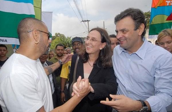 Andrea e Aécio com o dono do Afroreggae, José Júnior