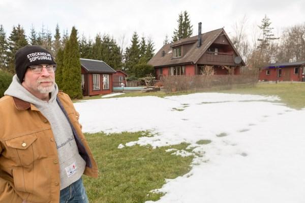 Em frente da casa em madeira com 250 metros quadrados de área. Foto de Jenny Jurnelius