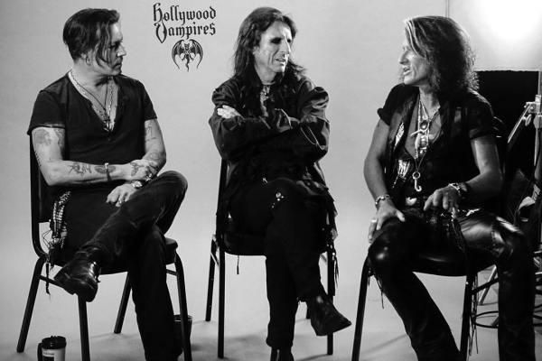 da esquerda para a direita: Johnny Depp, Alice Cooper e Joe Perry