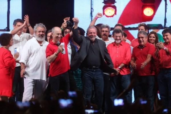 """""""O Partido da Globo, da Veja"""": Lula na comemoração do PT"""
