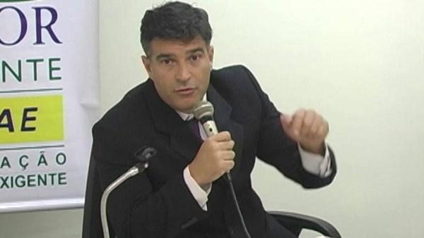Cássio Conserino