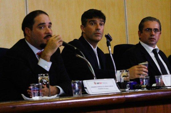 Os promotores Fernando Henrique Araújo, Cássio Conserino e José Carlos Blat