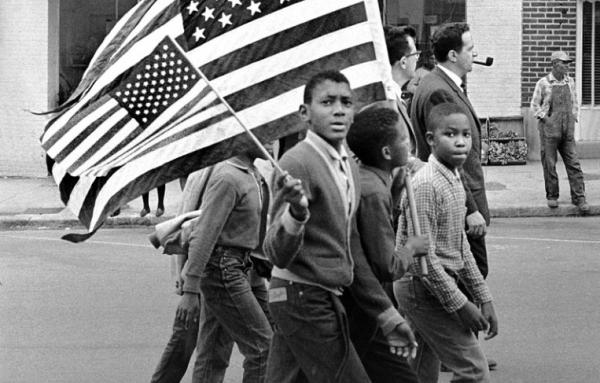 Jovens manifestantes em Montgomery, Alabama