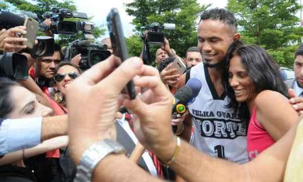Bruno faz selfies: um heroi nacional
