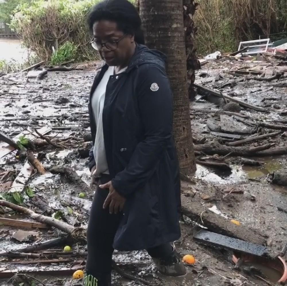 Em vídeo, Oprah Winfrey mostra casa devastada por causa de deslizamento