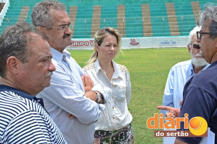Procurador esteve realizando vistoria no estádio de futebol Marizão (foto: Charley Garrido)