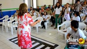 Coordenadora de Educação no Trânsito do Detran-PB dá dicas de trãnsito a estudantes