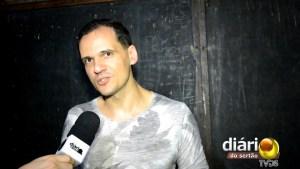 Léo Rabelo, vocalista da banda Dominus