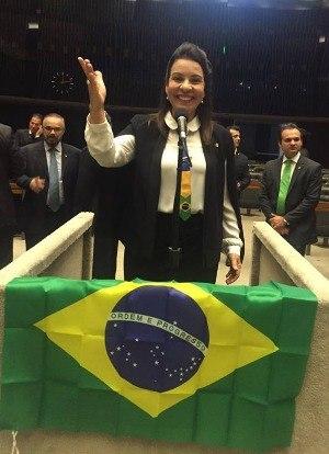 Raquel Muniz (PSD-MG) momentos que antecederam a votação do impeachment Foto: Reprodução Facebook