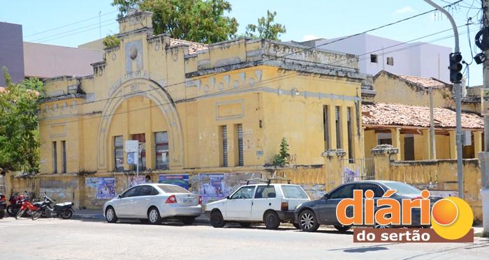 Prédio fica localizado no centro da cidade de Sousa (foto: Charley Garrido)
