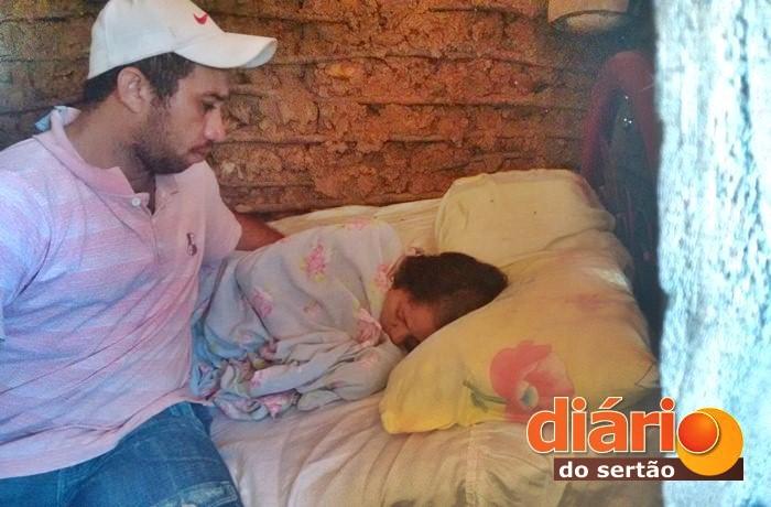 Mulher vive acamada após ter sofrido grave acidente na BR 230 (foto: Charley Garrido)