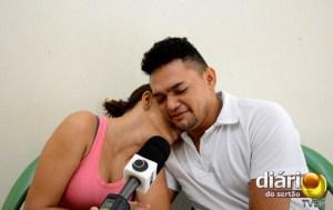 Pais da criança prestaram entrevista emocionados
