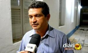 Vereador Luiz Claudino defende prefeitura