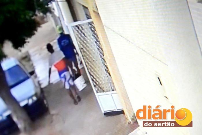 Câmeras de segurança flagraram ação dos acusados (foto: reprodução/vídeo)