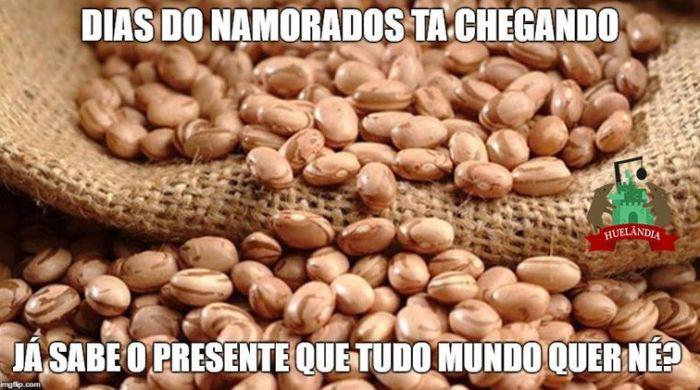 Memes sobre o sobe e desce no preço do feijão (Foto: Reprodução/Facebook)
