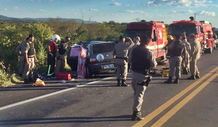 Grave acidente foi registrado na BR 230 em Cajazeiras (foto: WhatsApp)