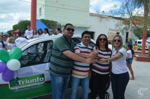 Prefeito Damísio Mangueira entrega carro novo para Secretaria de Saúde (Foto: Radar PB)