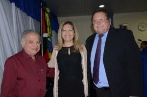 José Antônio, fundador da rádio; Denise Albuquerque, prefeita de Cajazeiras; e Nilson Lopes, presidente da Câmara