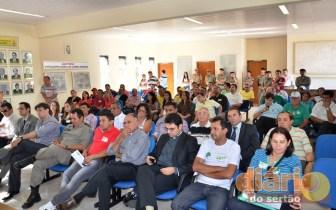 Sociedade participou do debate fazendo perguntas aos candidatos