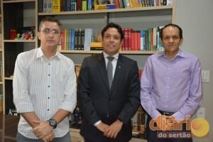 Diretor da TV Diário do Sertão, Petson Santos; presidente da OAB de Cajazeiras, João de Deus Filho; e secretário adjunto da OAB de Cajazeiras,