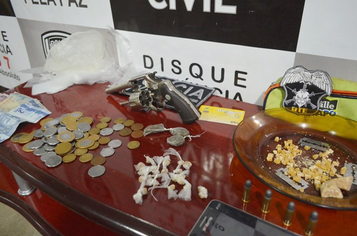 Material apreendido pela polícia (foto: Ângelo Lima)
